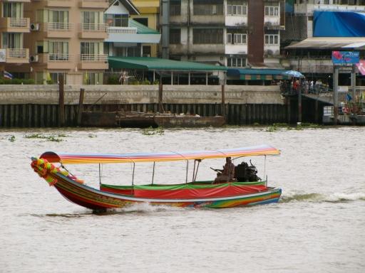 boat on the chao praya